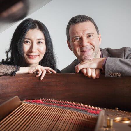 Rainer Killius, Komponist und Sänger, Portraitaufnahmen am Fluegel mit Pianistin Mai Yakushiji